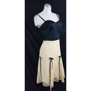 Moda International Dresses - NWOT Moda International Size 4 Lace Satin Dress